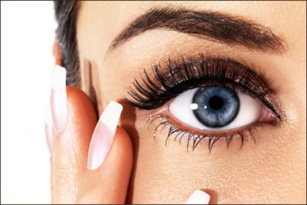 gizemli göz makyajı